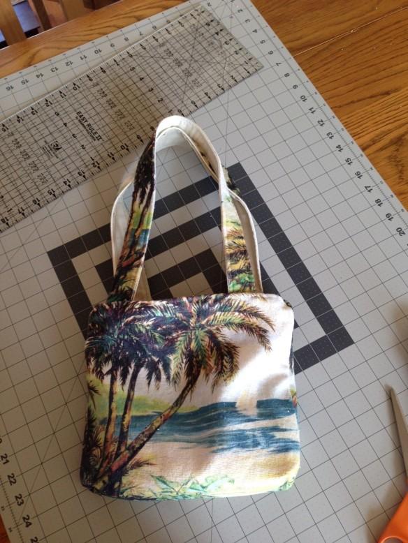Repurpose a Dishtowel into a Beach Tote Bag. www.gulfcoastquilts.com